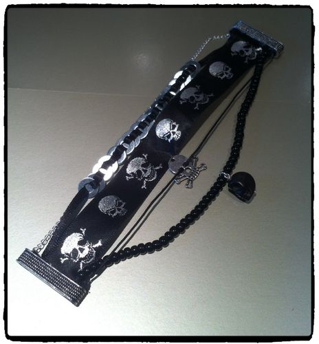 Bracelet-multi-rangs-tete-de-mort 8425