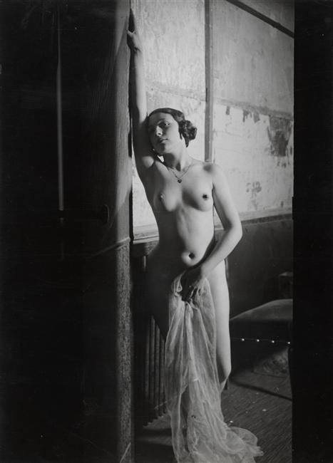 brassac3af-girl-at-folies-bergeres1932.jpeg