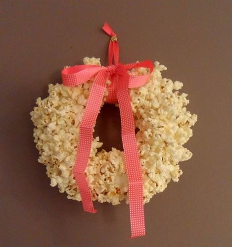 Diy couronne de no l en popcorn christmas wreath popcorn la serviette sur - Couronne de noel diy ...