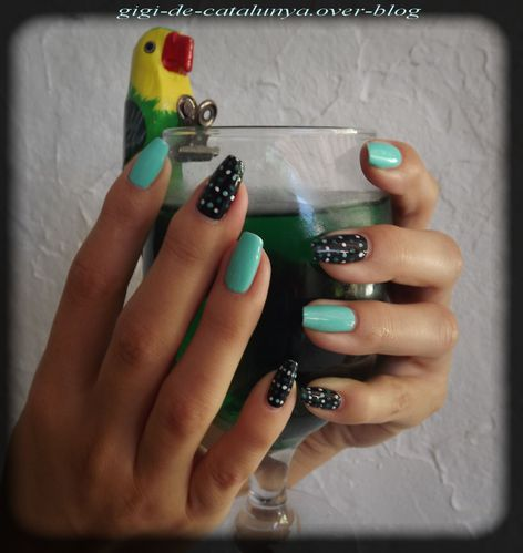 manucure-dots-and-menthe-1.jpg