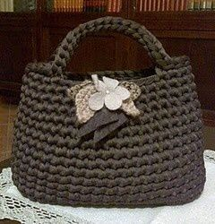 BORSA IN NYLON MARRONE CON FIORI