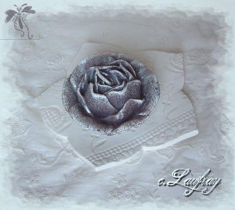 bougeoir-blanc-bougie-fleur-grise.jpg