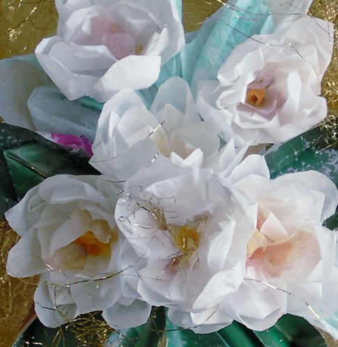 illustration-origami-papier-soie-roses-blanches