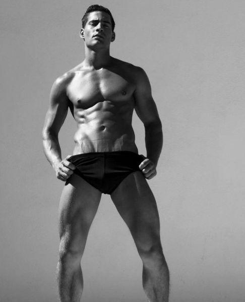 Logan-Swiecki-Taylor-Rufskin-Rufletic-Underwear-Bu-copie-1.jpg