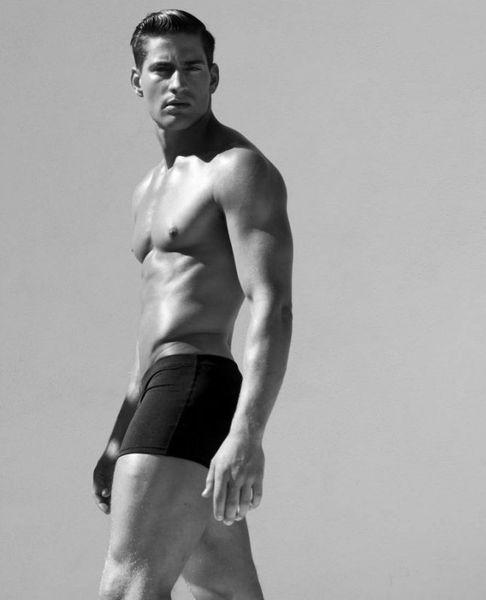 Logan-Swiecki-Taylor-Rufskin-Rufletic-Underwear-Bu-copie-4.jpg