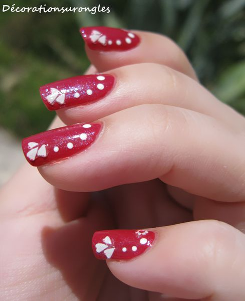 nail-art-pois-brillant.jpg