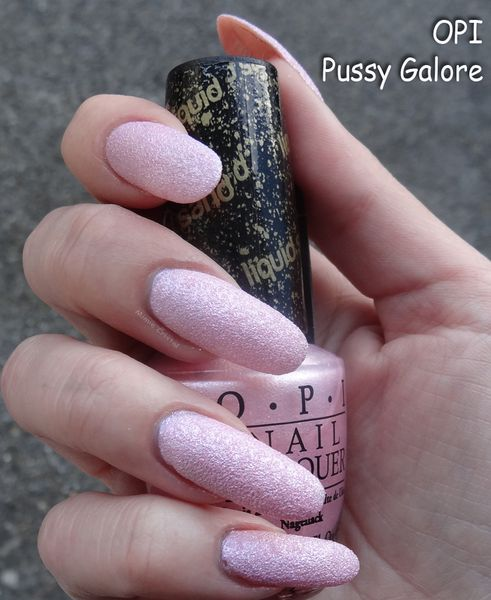 OPI-pussy-galore-02.jpg