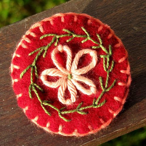 broche-rond-rouge.jpg