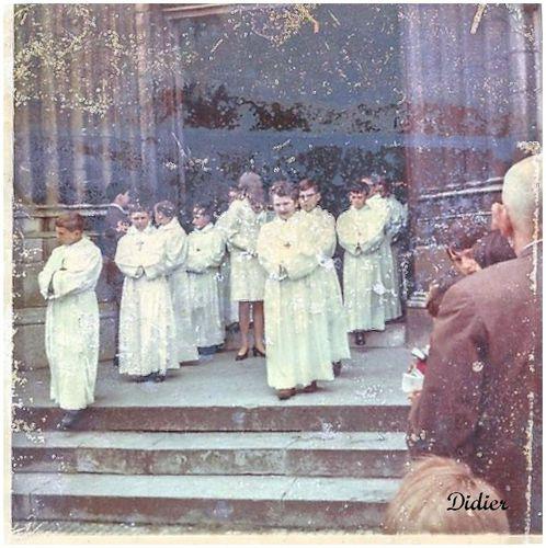SORTIE DES COMMUNIANTS EN 1969 EGLISE SAINT - JACQUES 1