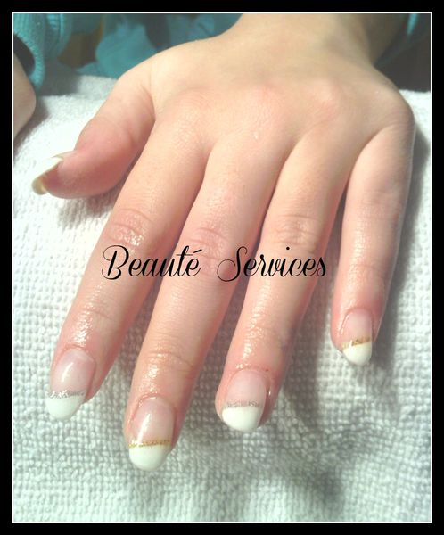 Ongles en gel french blanche en biais beaute sercices - Ongle gel french blanche ...