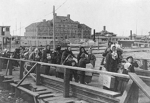 Ellis-Island-immigrants-1.jpg