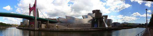 Bilbao-Guggenheim-panoramic-Fernandopascullo-2008-Wikipedia