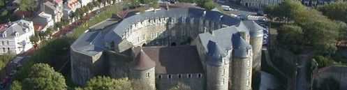 Chateau-musee-de-Boulogne-sur-mer.jpg