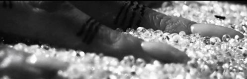 rihanna-diamonds-2012-5.JPG
