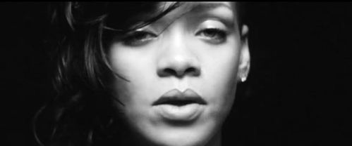 rihanna-diamonds-2012.JPG