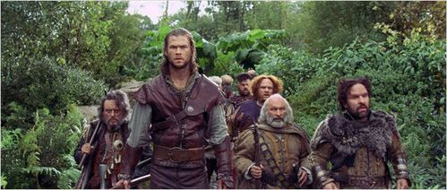 blanche-neige-chasseur-chris-hemsworth-nains.jpg