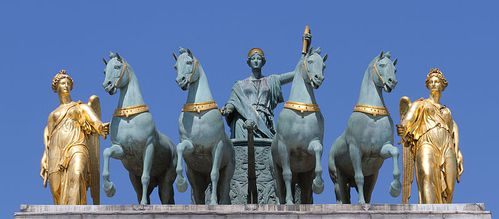 800px-Peace riding in a triumphal chariot Bosio Carrousel -