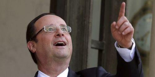 3170735_3_7c8f_le-president-francois-hollande-dans-la-cour-.jpg
