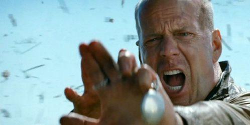 Bruce-Willis-in-Looper-2012-Movie-Image-600x301.jpg