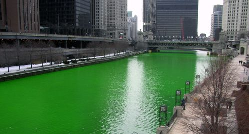 Chicago_River_dyed_green-_focus_on_river.jpg
