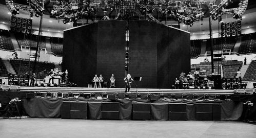 20120501-pictures-madonna-mdna-world-tour-rehearsals-02