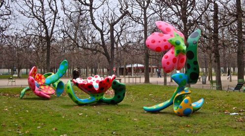 Kusama flowers midnight Tuileries 6