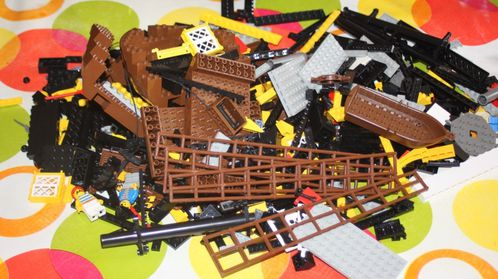LEGO Pirate 6285 Black Seas Barracuda 01