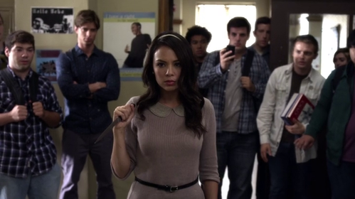 pretty-little-liars-mona-back.png