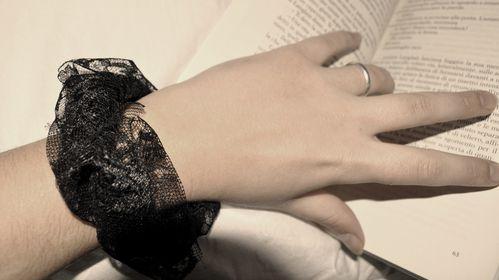 bracciale-pizzo-nero-indossato.JPG