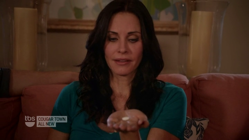 cougar-town-courteney-cox-pill.png