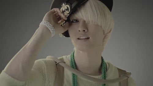 Eunhyuk-Mr-Simple-MV-super-junior-24549678-854-480.jpg