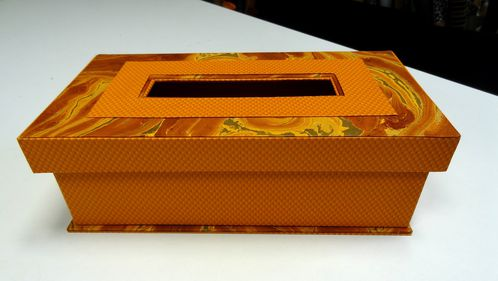 boite-kleenex-orange-laurette.JPG