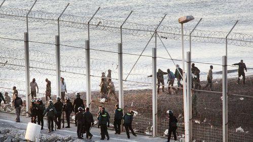inmigrantes-muertos-intentar-Espana-Ceuta_TINIMA20140207_07.jpg