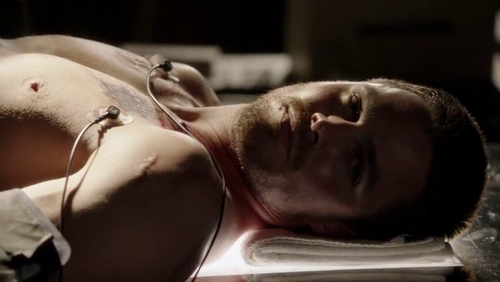 arrow-stephen-amell-shirtless.png