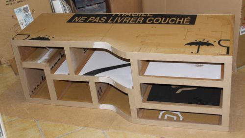 construction d 39 un meuble tv en carton coticarton. Black Bedroom Furniture Sets. Home Design Ideas