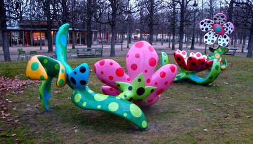 Kusama flowers midnight Tuileries 1