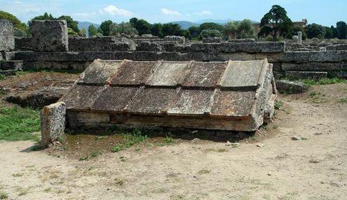547g2 Paestum, petit temple souterrain