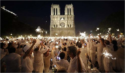 Diner-en-blanc2-Paris-Photo REUTERS-Gonzalo Fuentes