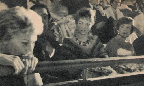 Brigitte-Bardot---Dora-Doll-et-Kim-Novak--Cannes-1956-.jpg