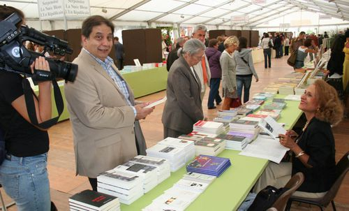 Dracius-au-stand-avec-le-proc-adjoint-de-Nancy.jpg