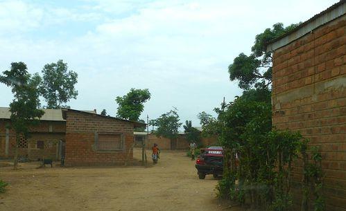 nkayi-rue-maison-brique