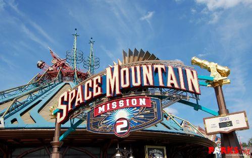 PARKS Trip Nouveaux harnais pour Space Mountain à Disneyla
