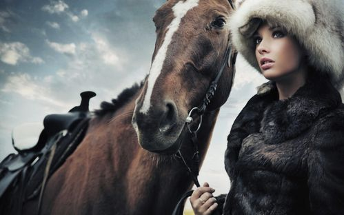 Horse_and_Girl_with_Fur_Awesome_Fashion_HD_Wallpaper-Vvallp.jpg