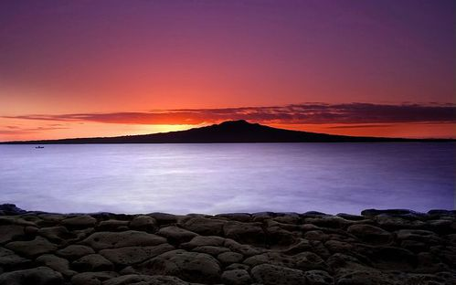 Sunrise-on-Auckland-s-North-Shore--with-a-view-of-Rangitoto.jpg