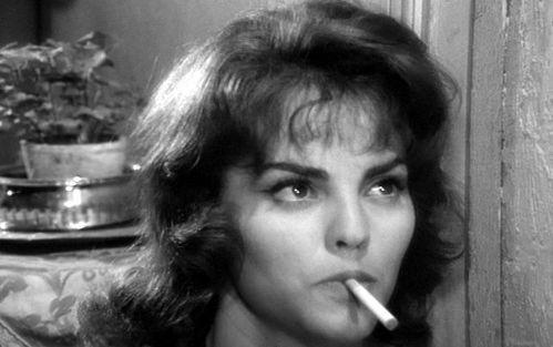 poule-rouvel-clope-cigarette.JPG