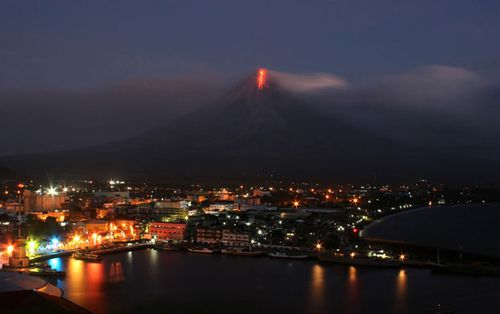 Mayon-16.12.09-C.Sayat-AFP-Getty-im-jpg