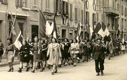 sfilata-donne-resistenza-Istoreco-RE.jpg