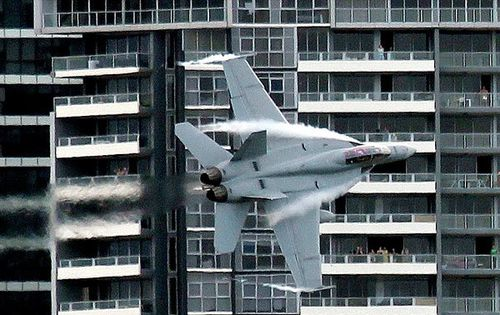 Des-Superhornet-Riverfire-Photo1-600x400.jpg