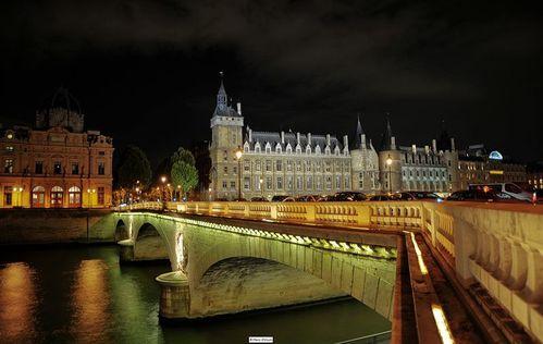 800px-Conciergerie et Pont au Change