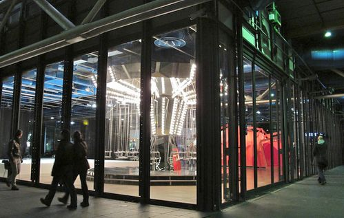 Carsten-Holler-manege-Beaubourg.jpg